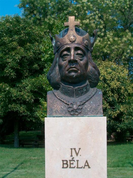 Венгерский король Бела вызвал гнев монголов, приняв у себя половецких беженцев.